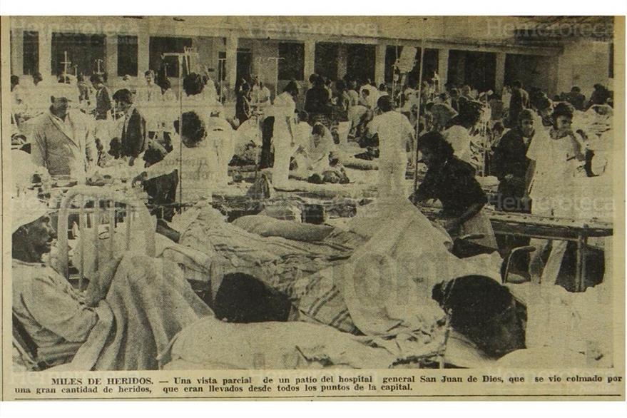 El Hospital General San Juan de Dios tuvo que sacar al patio a los pacientes. La edificación colapsó en 1976. (Foto: Hemeroteca PL)