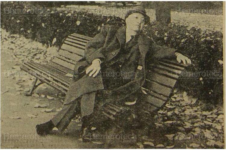 Miguel Ángel Asturias, poco tiempo después de haber recibido el premio Nobel de Literatura, descansa en un parque de París. 1968. (Foto: Hemeroteca PL)