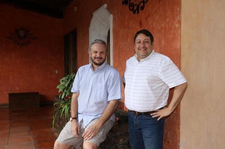 """Marcello Canuto y Tomás Barrientos dirigen los trabajos en el Proyecto Regional """"La Corona"""". (Foto Prensa Libre: Renato Melgar)."""