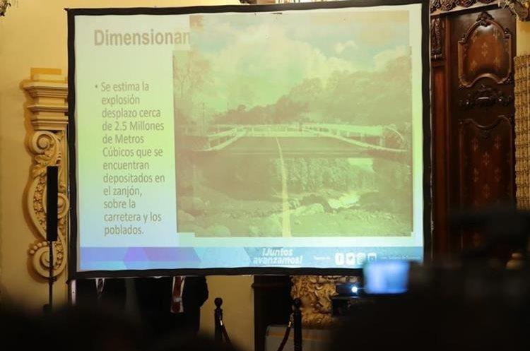 Conferencia de prensa en la que se explican los planes para ejecutar los fondos del plan de emergencia. (Foto Prensa Libre: Archivo)