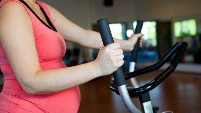 Por muchos años se pensó que hacer ejercicios dañaba al feto. (THINKSTOCK)