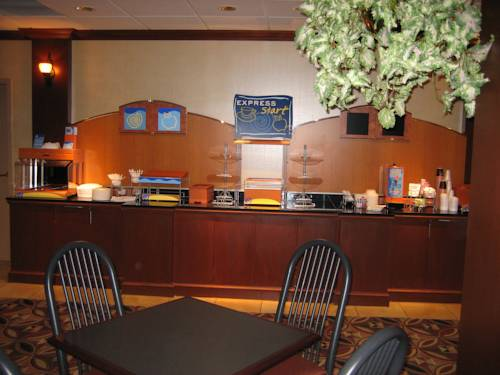 Holiday Inn Express Suites Kent State University