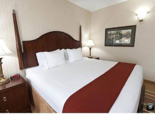 Holiday Inn Express Suites Kingsport Meadowview I 26