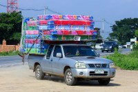 Is it Safe to Drive With a Mattress On Your Roof ...