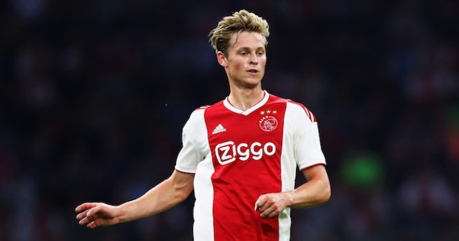 AMSTERDAM, NETHERLANDS - AUGUST 14: Frenkie de Jong of Ajax in action during the UEFA Champions League third round qualifying match between Ajax and Royal Standard de Liege at Johan Cruyff Arena on August 14, 2018 in Amsterdam, Netherlands. (Photo by Dean Mouhtaropoulos/Getty Images)