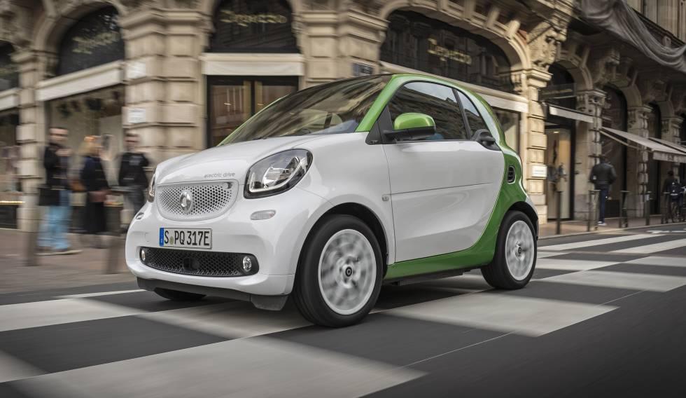 Smart Fortwo. El urbano por antonomasia. Tiene una autonomía de 160 km. Se puede controlar la recarga a distancia.