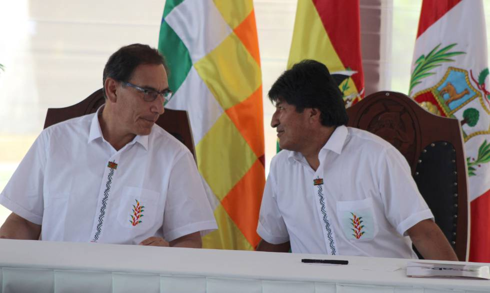 Los presidentes de Perú, Martín Vizcarra, y de Bolivia, Evo Morales, durante su comparecencia tras la cumbre entre ambos países del pasado lunes día 3.