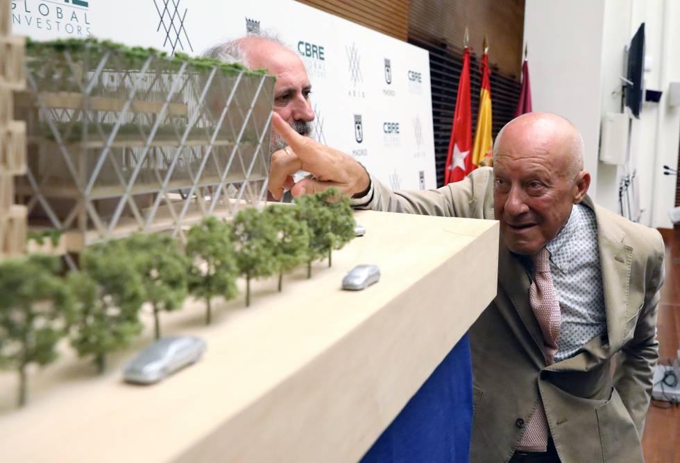 El arquitecto Norman Foster en la presentación en Madrid de su edificio Axis en la Plaza de Colón, el pasado año.