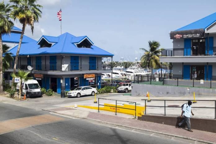 Zona comercial en la vecina St Thomas, donde Epstein tiene registradas varias empresas.
