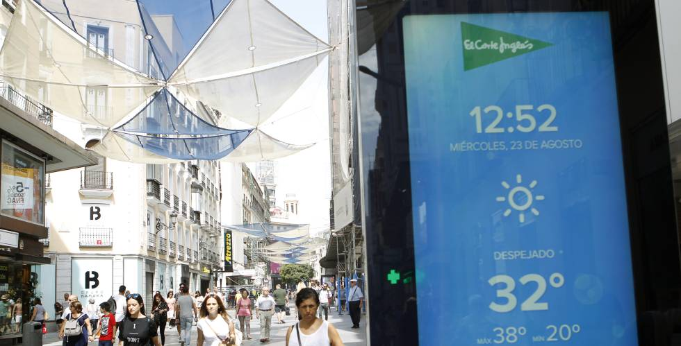 Cartel publicitario de El Corte Inglés en la calle Preciados de Madrid