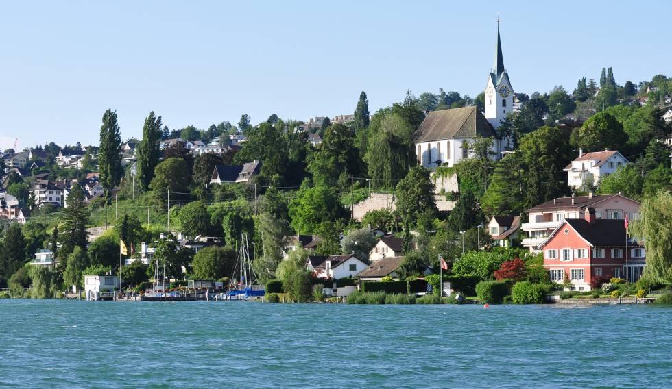 Paisaje de la ciudad de Herrliberg, situada en el cantón de Zürich, Suiza.