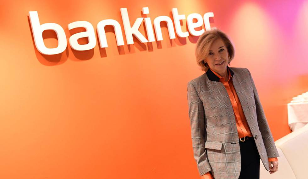 La consejera delegada de Bankinter, María Dolores Dancausa, posa este jueves en Madrid donde presenta los resultados del 2019 de la entidad financiera.
