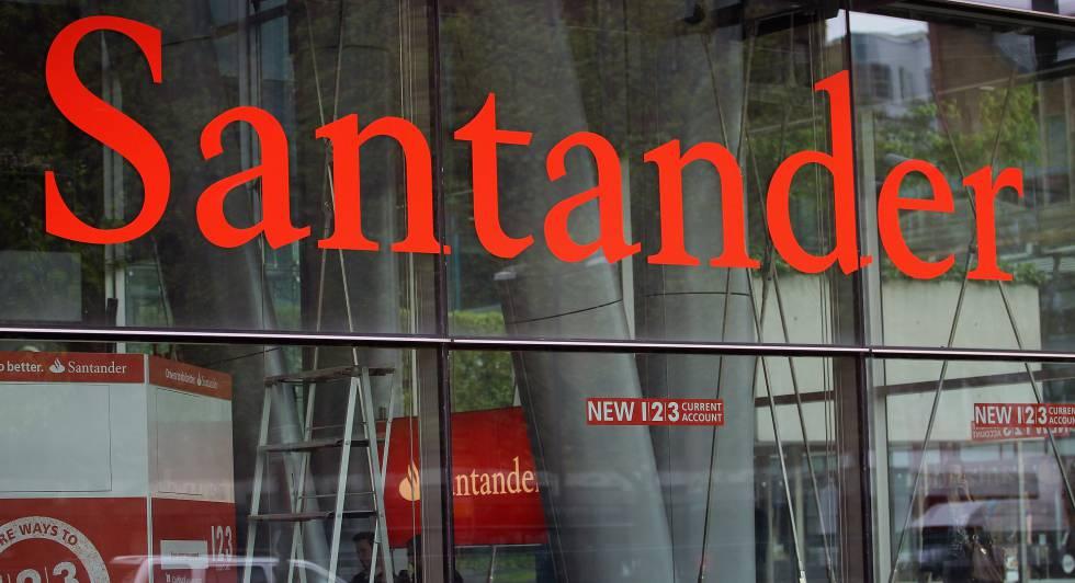 Fachada de una oficina de Santander en Londres