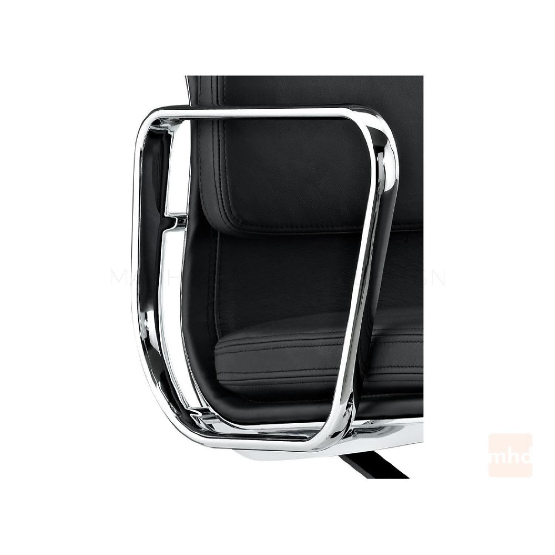 eames management chair replica grosfillex bahia chaise pool lounge chairs soft pad aptdeco 1