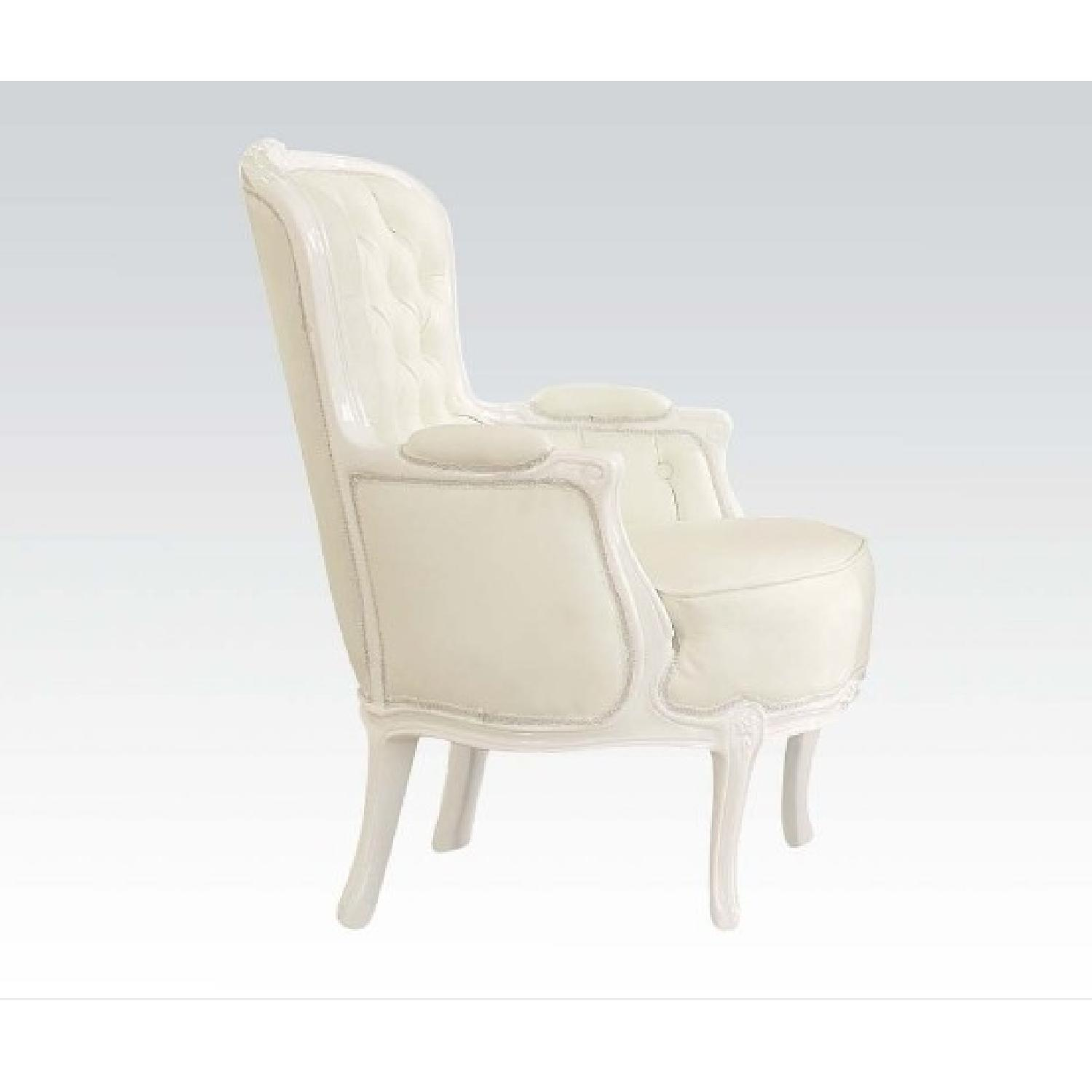 White Tufted Accent Chair White Accent Chair W Button Tufted Back And Padded Aptdeco