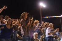 Rodeo fans
