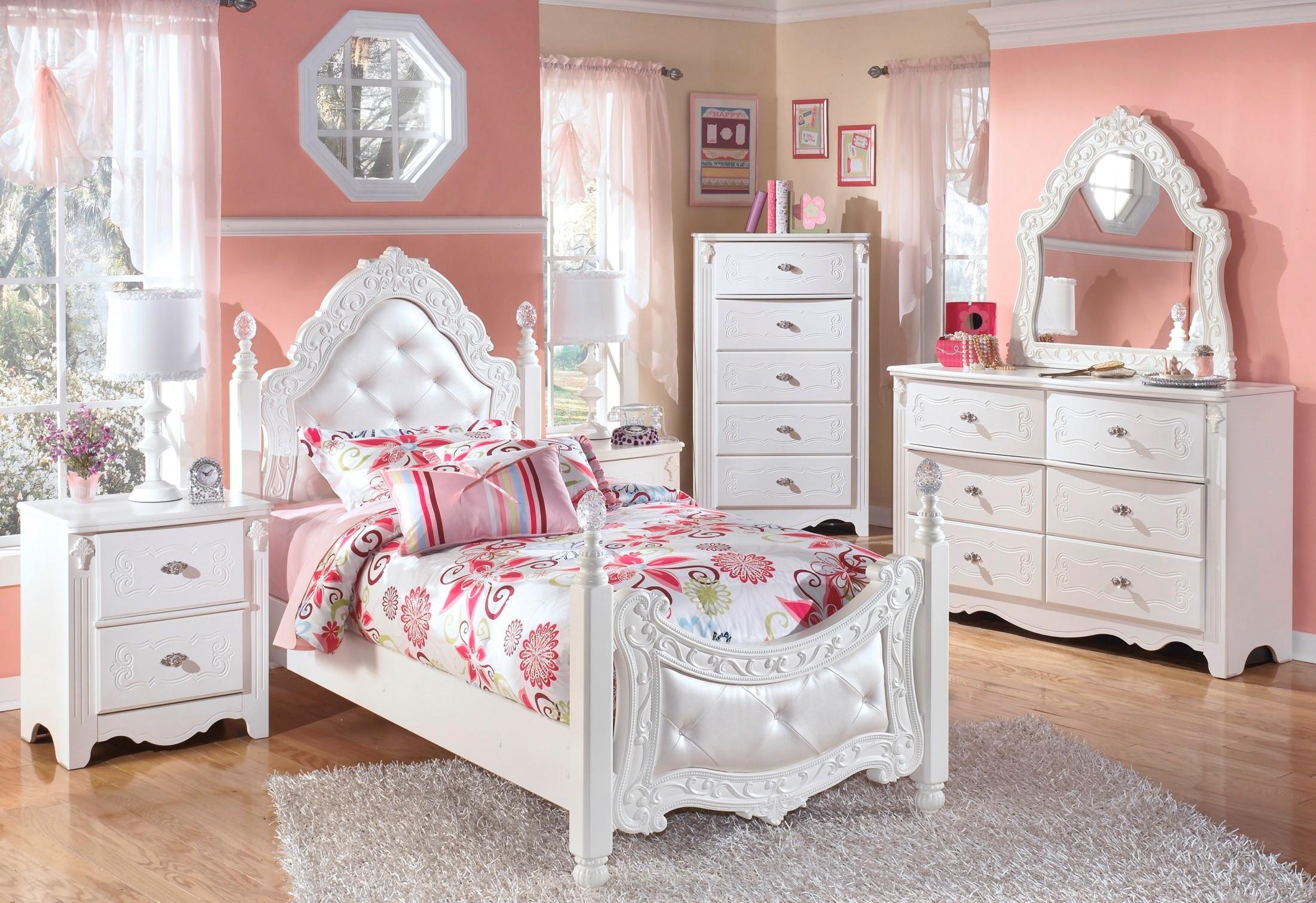 Exquisite Bedroom Set