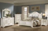 Heirloom White Poster Bedroom Set from American ...