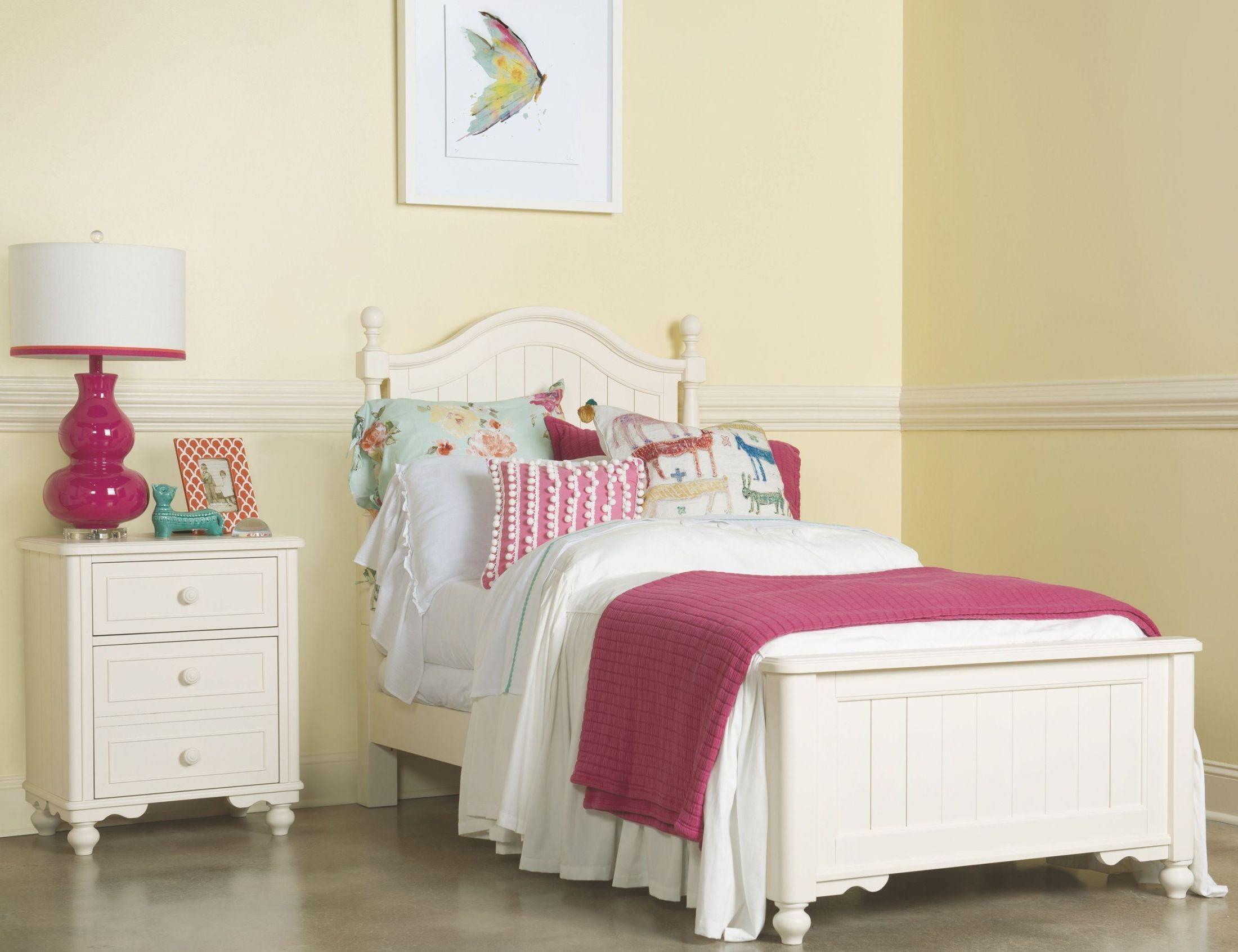 Summerset Ivory Youth Low Poster Bedroom Set from Legacy