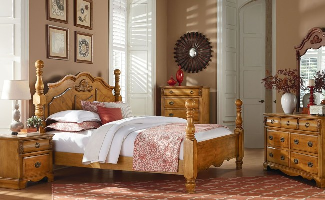 Georgetown Golden Honey Pine Poster Bedroom Set 83000