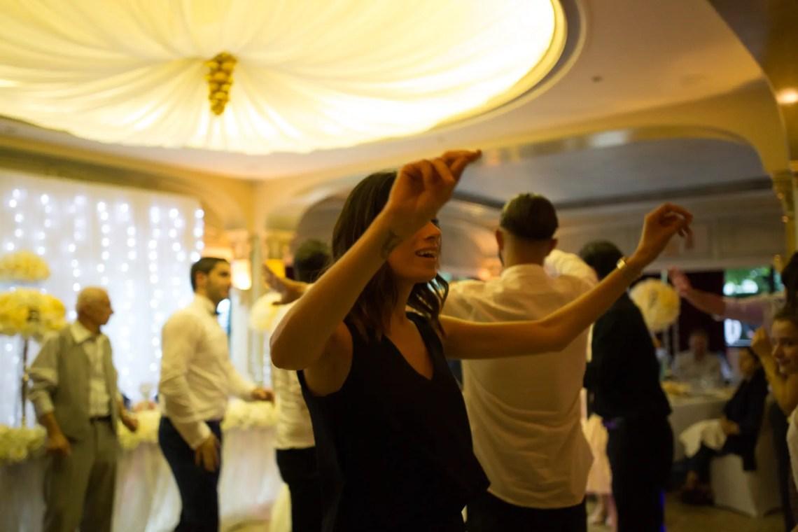 3Q1A6159 Un Mariage Arménien à Paris Weddings & Couples  armenian wedding Couple Photography in Paris eiffel tower elopement photography paris Mariage Arménien mariage photographe reportage mariage Wedding Photographer in Paris wedding reportage