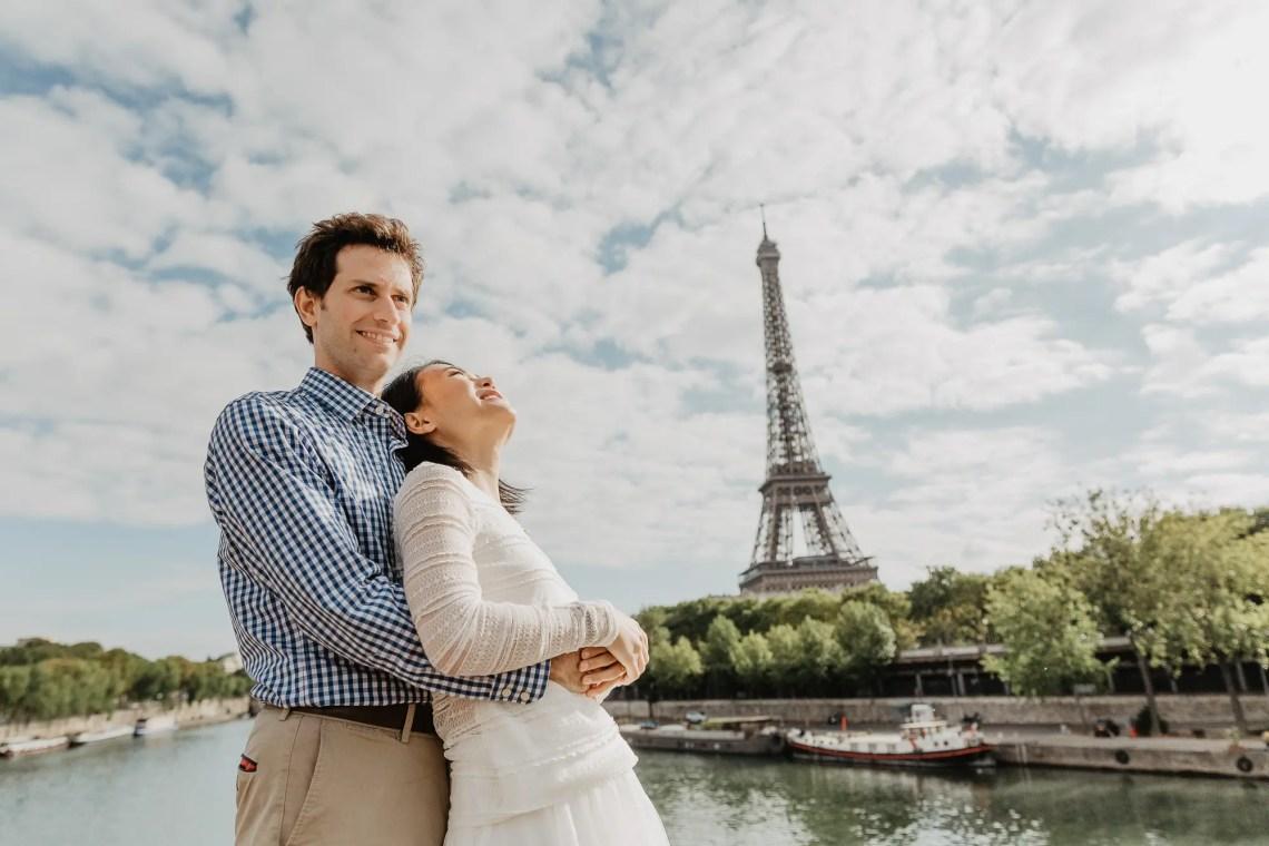 Couple photos in Paris Eiffel tower - Bir Hakeim bridge