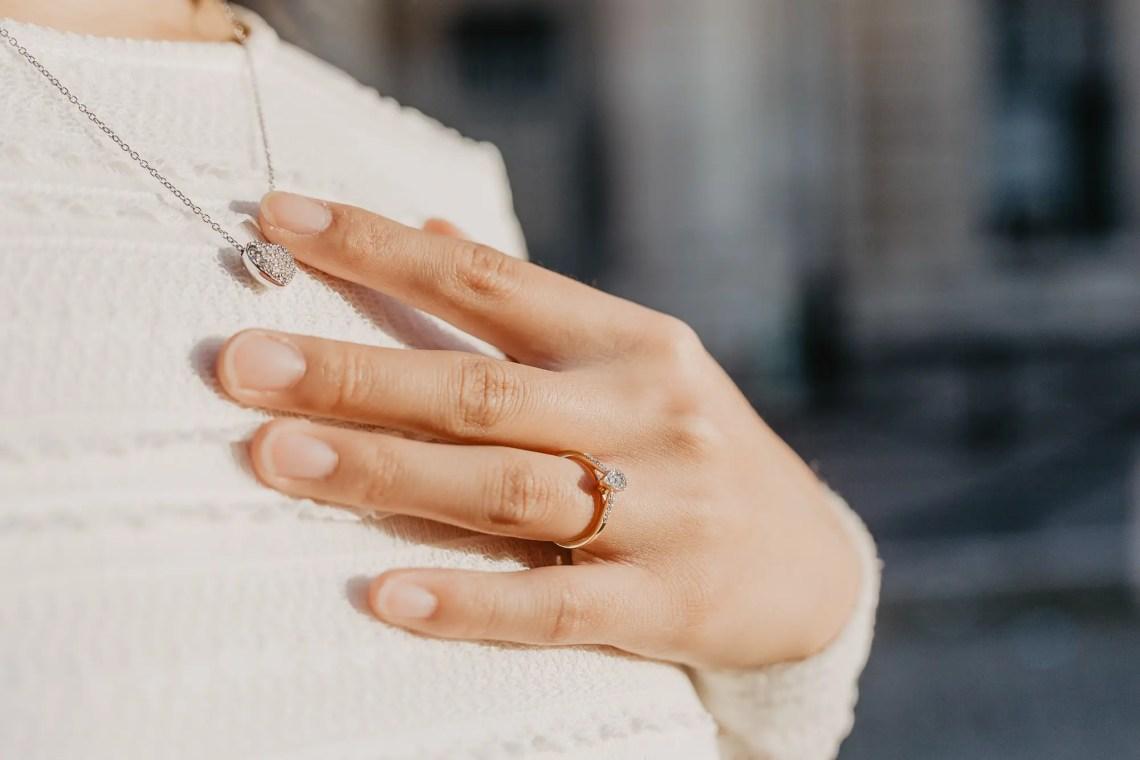 Engagement ring Paris photo