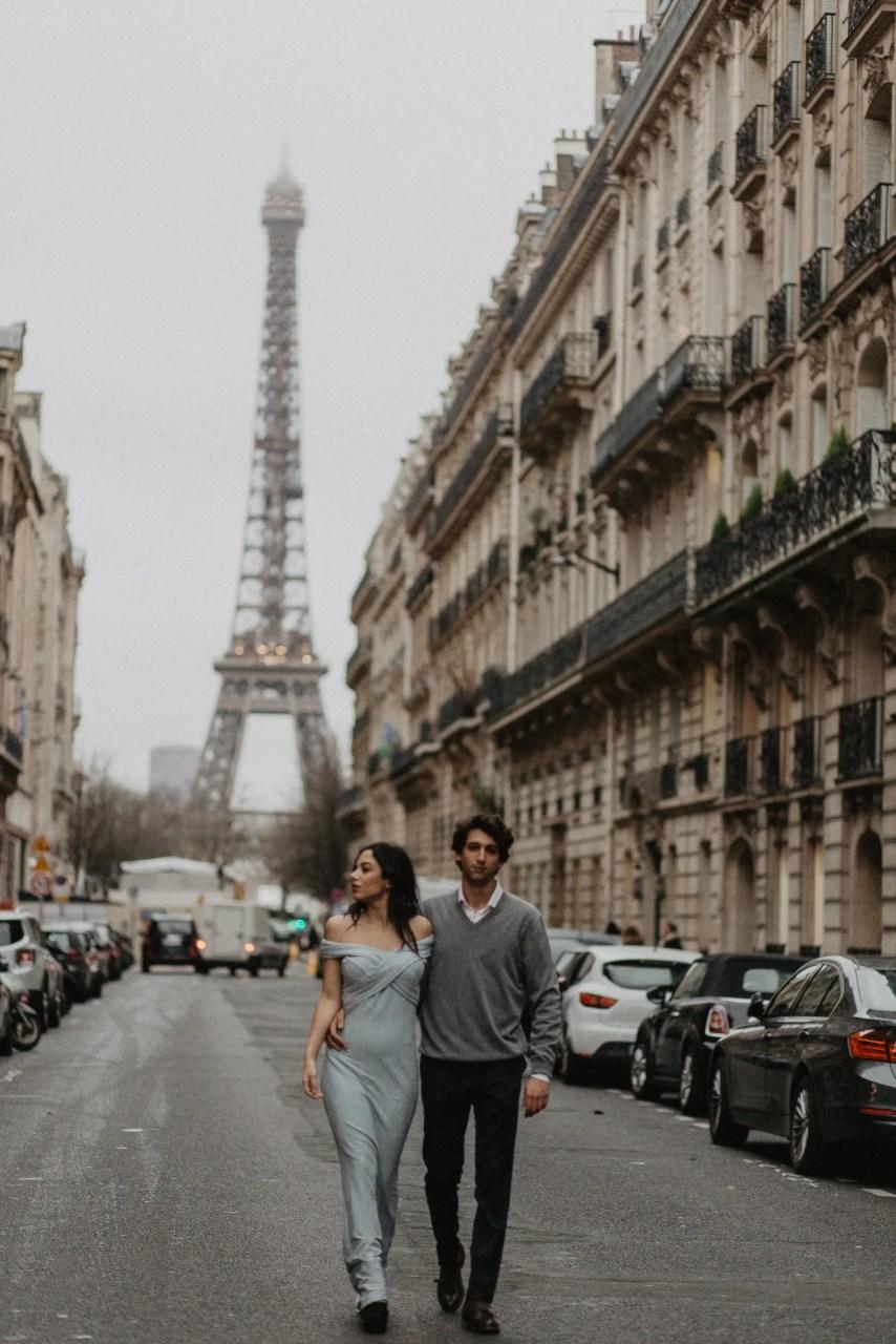 Couple photography Eiffel tower Paris