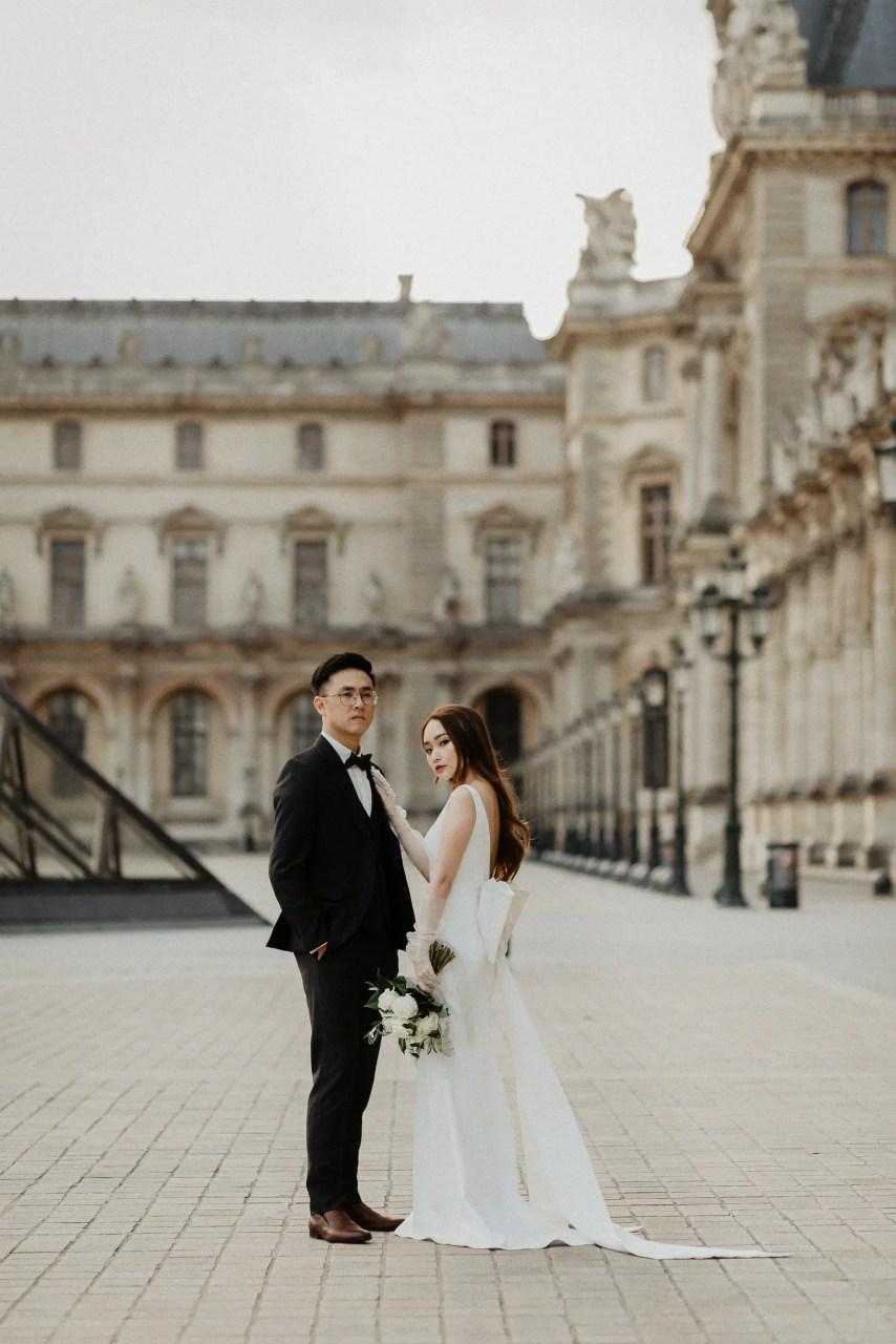 Engagement photo at the Louvre, Paris