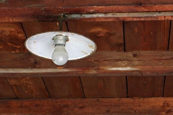 小さい子供、幼児(赤ちゃん)が天井を見る理由