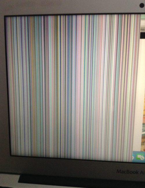 MacBook Airのモニターの半分に縦線が入って見えなくなった時の原因と対処法