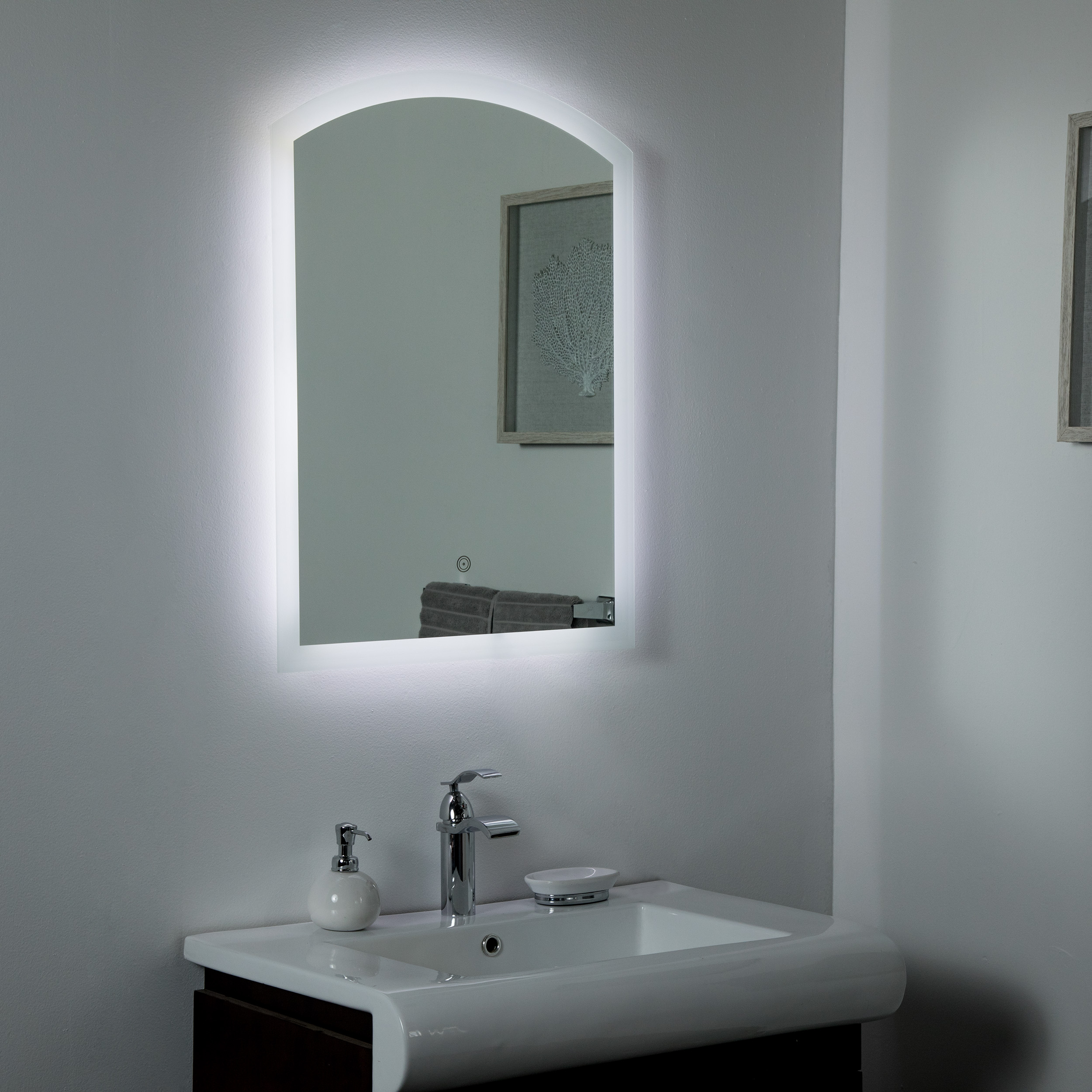Decor Wonderland Nikita Led Bathroom Mirror 23 6 In X 31 5 In Lowe S Canada