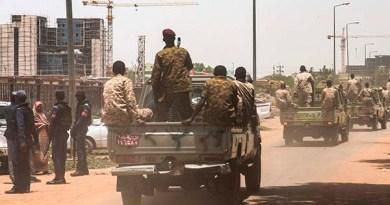 إغلاق الخرطوم  قوات مكافحة شغب وكلاشينكوف وأسلاك شائكة بالعاصمة السودانية تحسبا لاحتجاجات على الأوضاع الاقتصادية