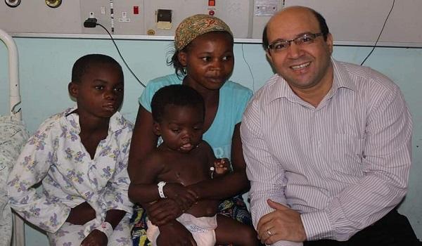 د. أشرف عمارة أشهر طبيب مصري في كينيا يرحل بكورونا.. والأطباء: قضى 15 عامًا بأفريقيا وعالج آلاف الأطفال (صور)