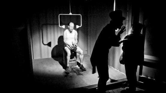 creaturen over het IJ Festival immersive theatre daan colijn freakshow performance 5D devil imagineering container game freaks handicap strength power