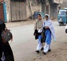 طالبات کا عبایا: ہمشہ عورت ہی کیوں؟ —– رقیہ اکبر