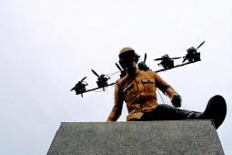 la statue de Panamarenko sur la Sintjansplein à Anvers