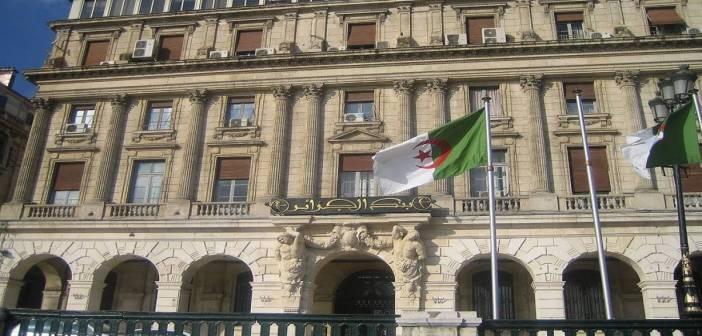 انخفاض احتياطي الجزائر من النقد الأجنبي إلى 44 مليار دولار