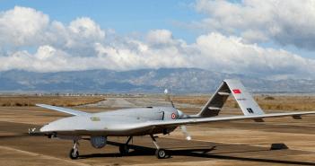 الطائرة التركية بدون طيار بيرقدار تي بي 2 في قاعدة جيجيتكال الجوية العسكرية
