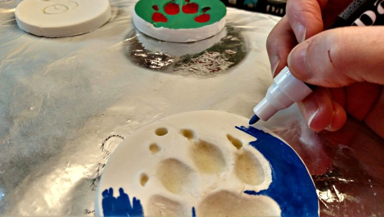 how to make a paw print ornament