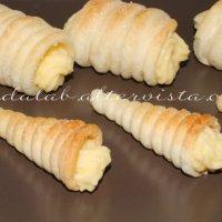 Cannoli di pasta sfoglia alla crema
