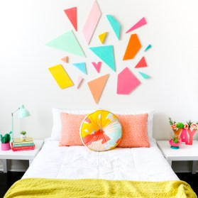 http-_www.akailochiclife.com_2016_07_craft-it-colorful-geometric-headboard.html