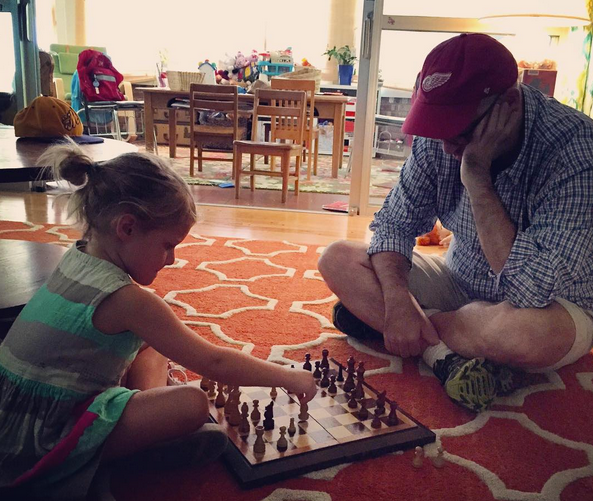 L playing chess w D