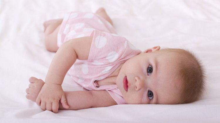 AM_b_dev_Rolling-over_WP-1024x576 Развитие ребенка: Переворачивание.