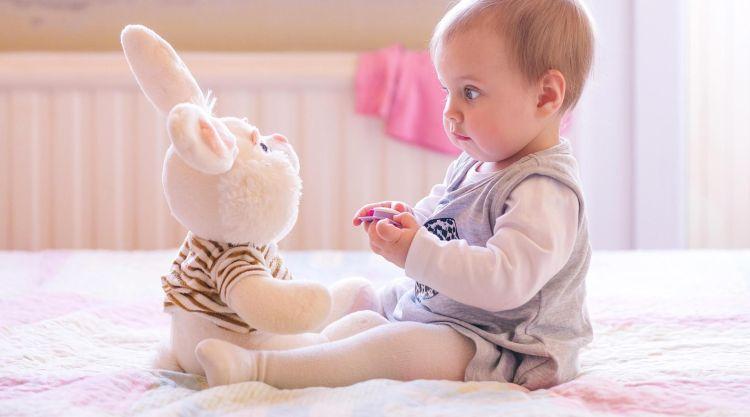when-babies-sit-up-2160x1200-1024x569 Развитие ребенка: Как ребенок учится сидеть