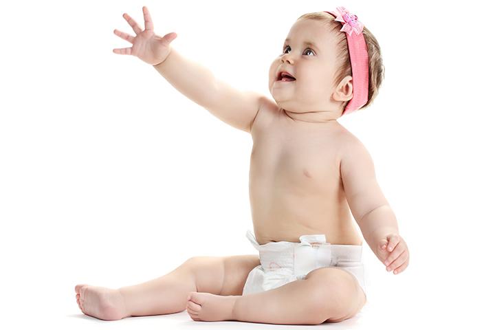 Tugging-the-string 15 развлечений для 6 месячных малышей.