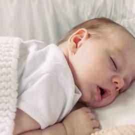 10 неприятных последствий, к которым может привести сон с открытым ртом у ребенка.
