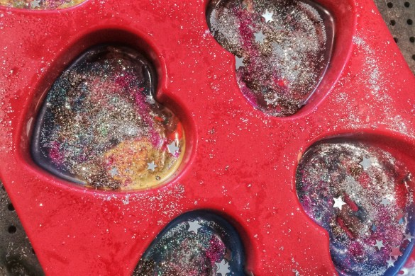 Finished crayon hearts in molds