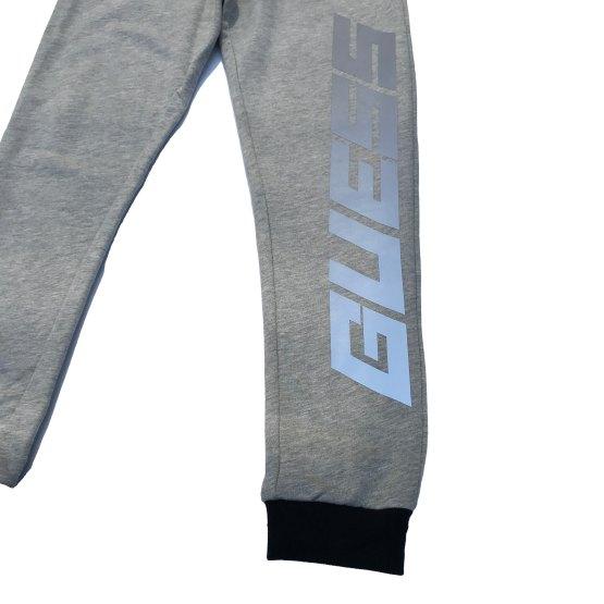 Guess pantalón jogging gris chico detalle