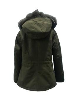 Espalda Elsy abrigo verde tachuelas y capucha de pelo